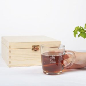 Wooden tea box with engraved tea glass